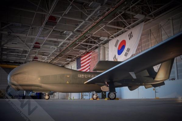"韩国空军接收最后一架RQ-4""全球鹰""无人机"