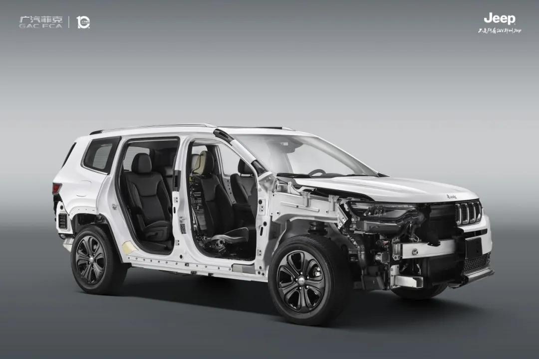 """有中保研优秀认证还不够,Jeep专属解剖车在4S店""""掏芯""""给你看"""