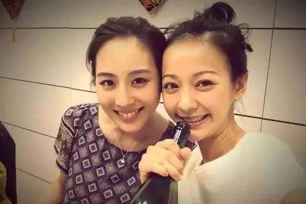 张钧甯陈意涵,38岁的两大美女,愚人节来到得不和传闻是假的