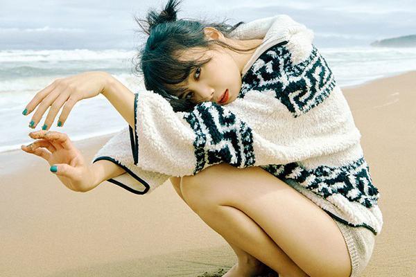 韩国女艺人尹胜雅江原道海边拍杂志写真