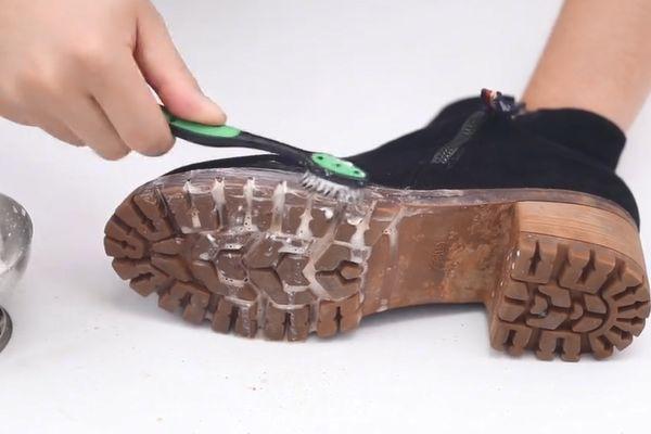 原来清理绒面鞋这么简单,不用水洗不用晒,让你天天穿新鞋!