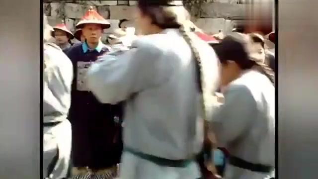 影视:皇上带大臣迎麒麟,大臣极尽恭维,说皇上是盛世明君