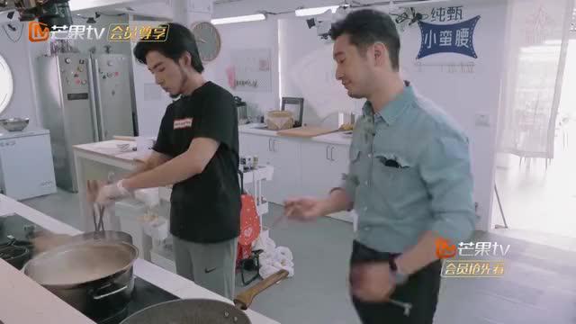 中餐厅3:早餐都做好了,王俊凯才从被窝里起来,黄晓明无语!