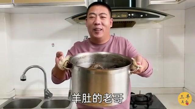 羊血肠长什么样?三丰带大家来看看,煮好了煎的吃,味道不错