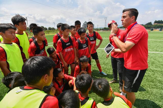 里皮可以放心了!恒大再为中国足球出力,青训发展最大难题或解决