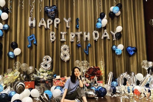 倪妮32岁生日照片曝光,和好友齐聚大庆祝,倪妮轻装上阵没打扮