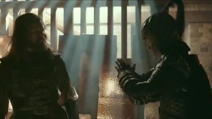 老外被关牢房,小士兵来感谢救命之恩,老外学他行抱拳礼真逗