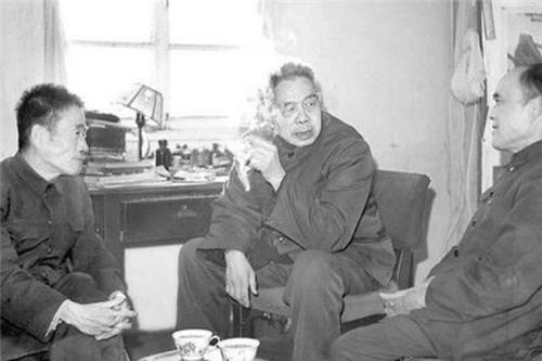 """他是""""中国爱因斯坦"""",学生获诺贝尔奖,为何晚年却沦落到扫厕所"""