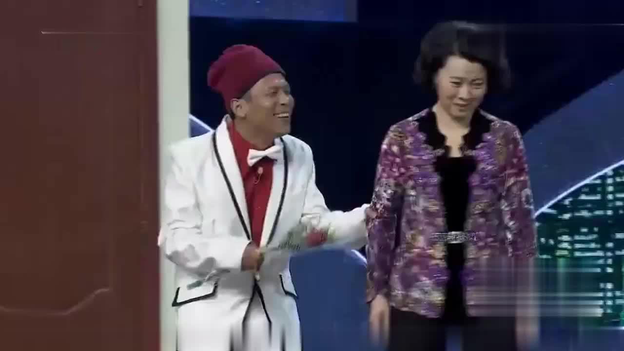 宋小宝表白海燕一跪下悲剧了 宋小宝:大过年表白裤裆还表开了