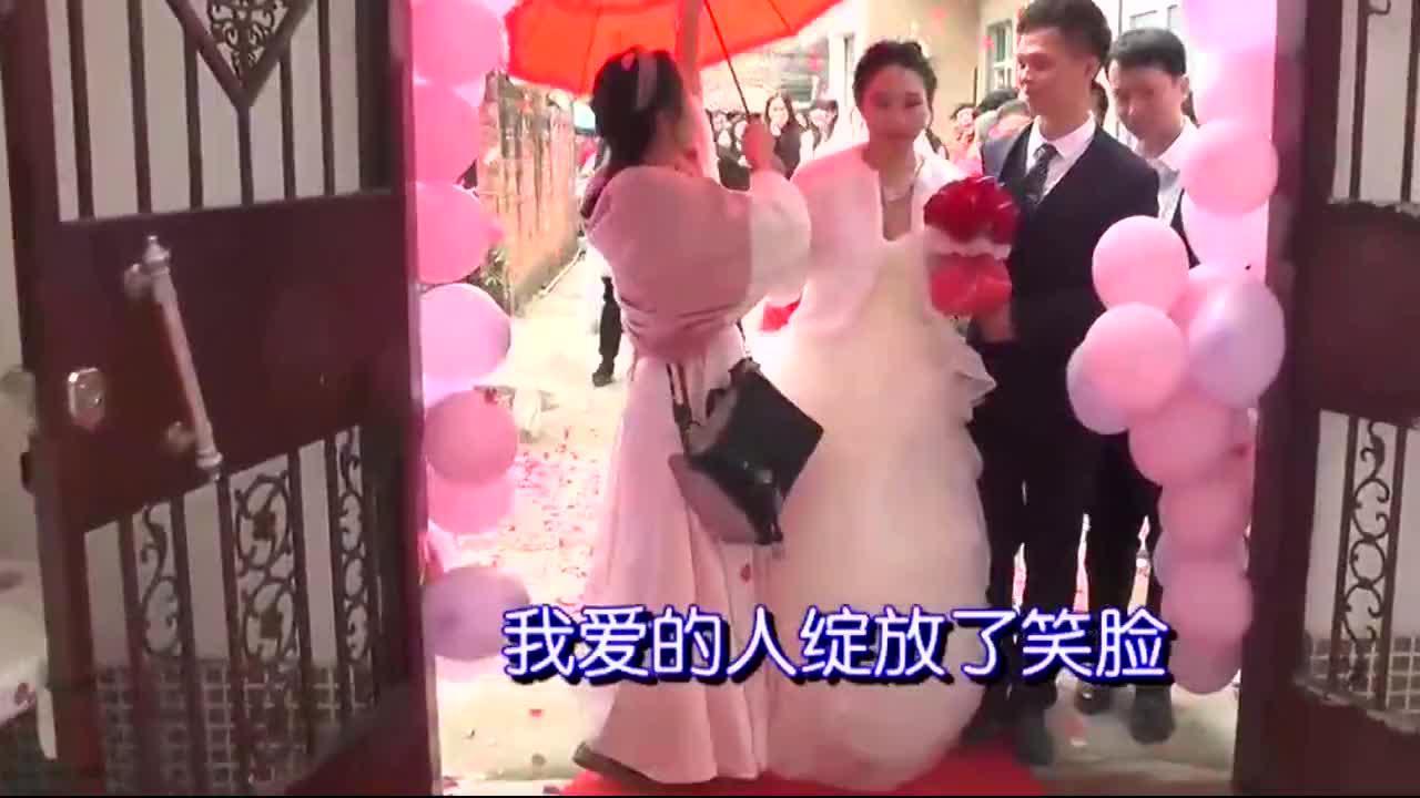广西姑娘高中毕业,打工2年就嫁给了工厂小伙,才19岁好年轻
