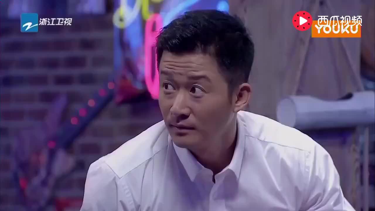 吴京即兴喜剧表演,从场务变化妆师,给小哥哥化妆惨不忍睹!