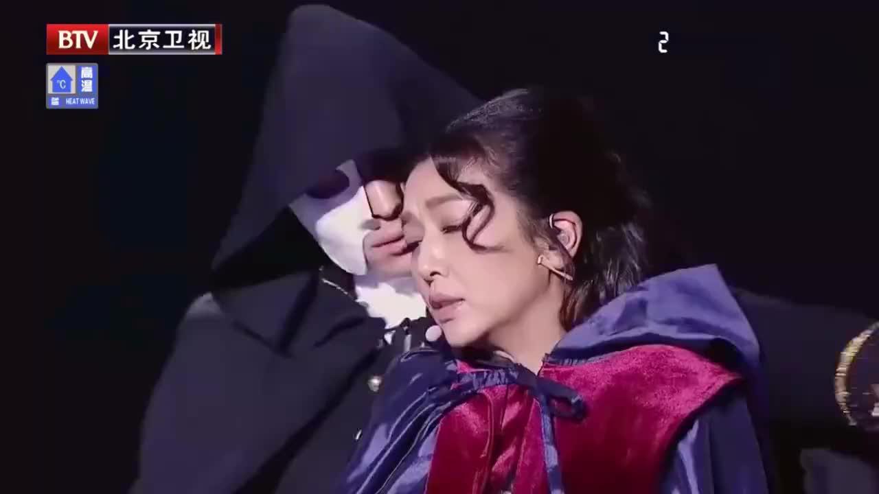 江珊倾情演唱《歌剧魅影》,一身中世纪惊艳全场,好美