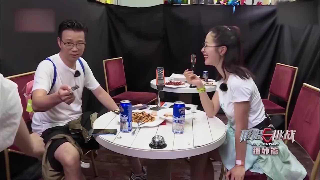 极限挑战:张艺兴努力帮厨感动大厨,下秒免费获得暖心汤面,贼逗