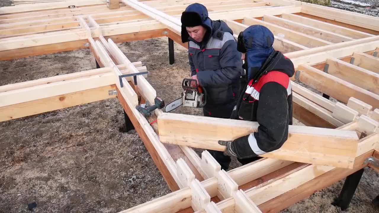 用半个月建造一栋木屋,住着真舒服,成本会比混凝土结构便宜吗