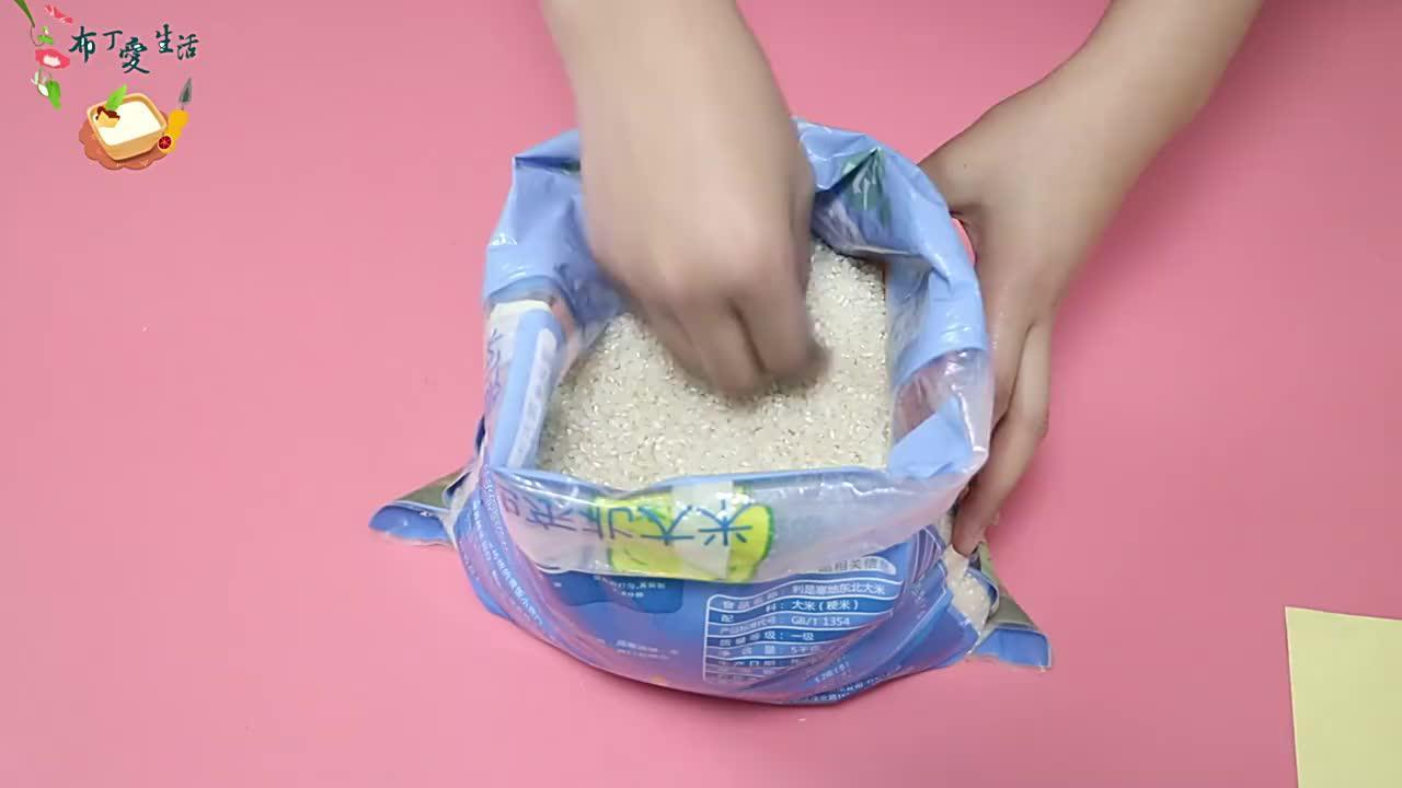 天气炎热大米易生虫?米店老板教我一绝招,大米放一年都不生虫