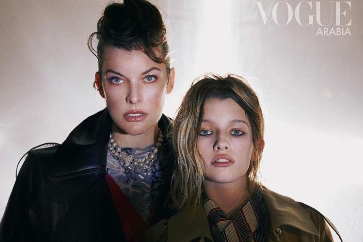 45岁米拉乔沃维奇携13岁女儿登时尚杂志,长女完美遗传神仙基因