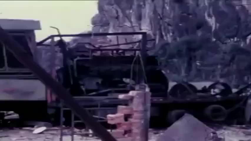 珍贵影像:1979中越战争被炸后期谅山景象,越军排除地雷