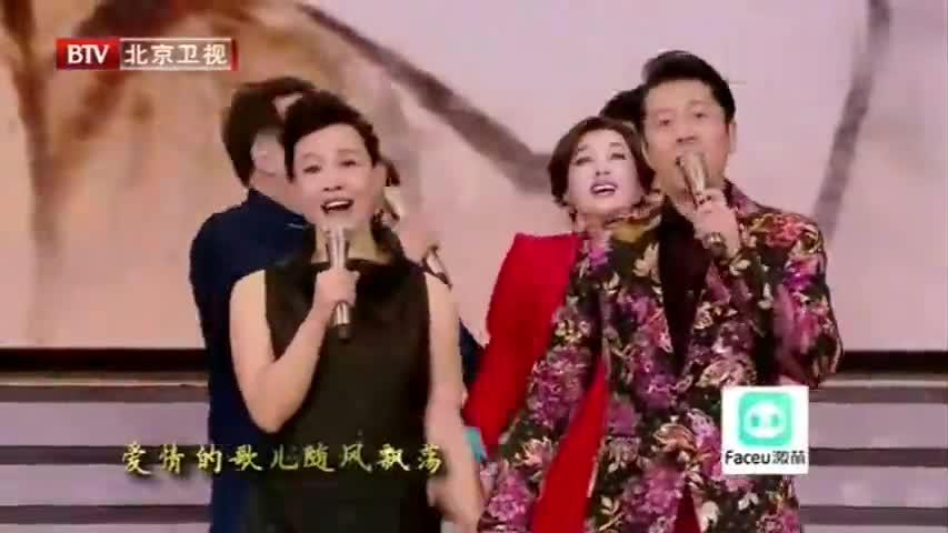 冯巩当面调侃冯小刚和潘长江,在一旁的吴京都要笑开花了