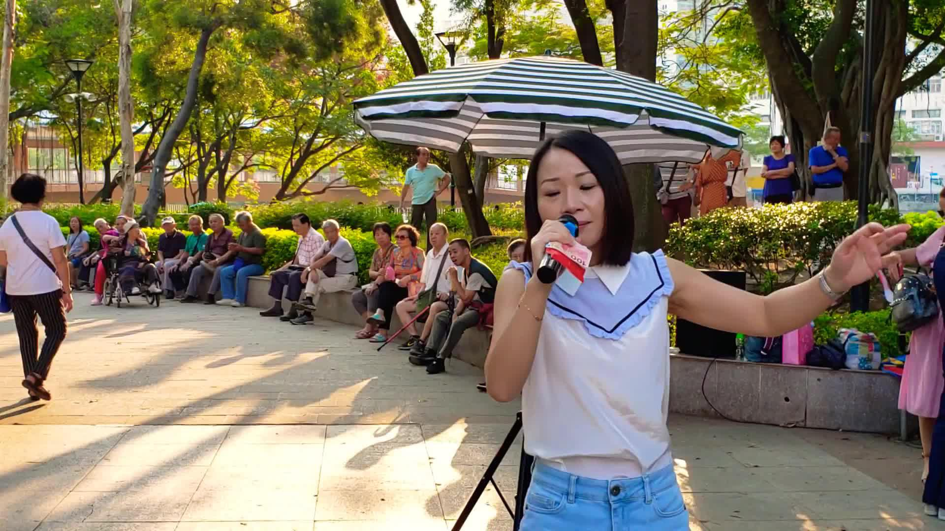 街头艺人乐儿演唱一首粤语歌《寒傲似冰》好听极了