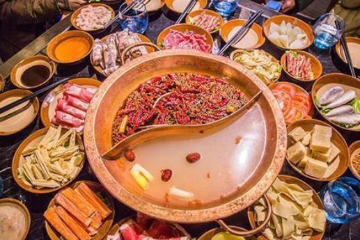 """吃火锅的时候,知道服务员为什么问你""""加汤不"""",其实有3层意思"""