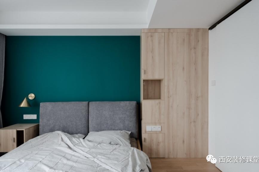 卧室牺牲床头柜,成就更多收纳和功能