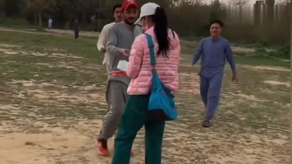 巴基斯坦朋友为姑娘行为点赞,巴铁:中巴友谊,坚如磐石