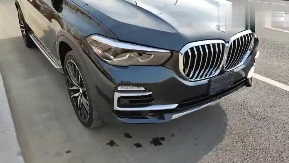 最新款的宝马X5连保护膜都没撕,这么新的二手车到底划算吗?