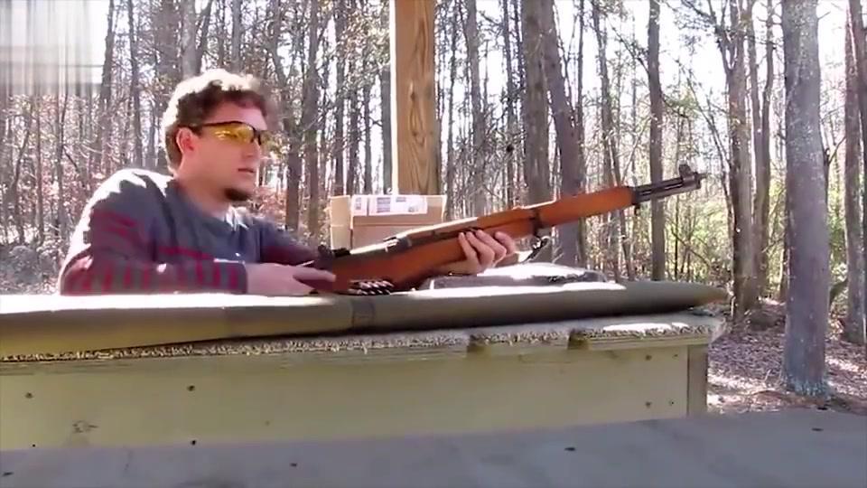 老外测试二战最好的半自动步枪,子弹打完能自动抛壳,真不赖!