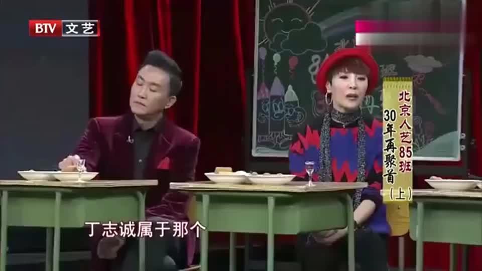 影视风云:看到丁志诚被子破旧,岳秀清帮忙换新被,真善良