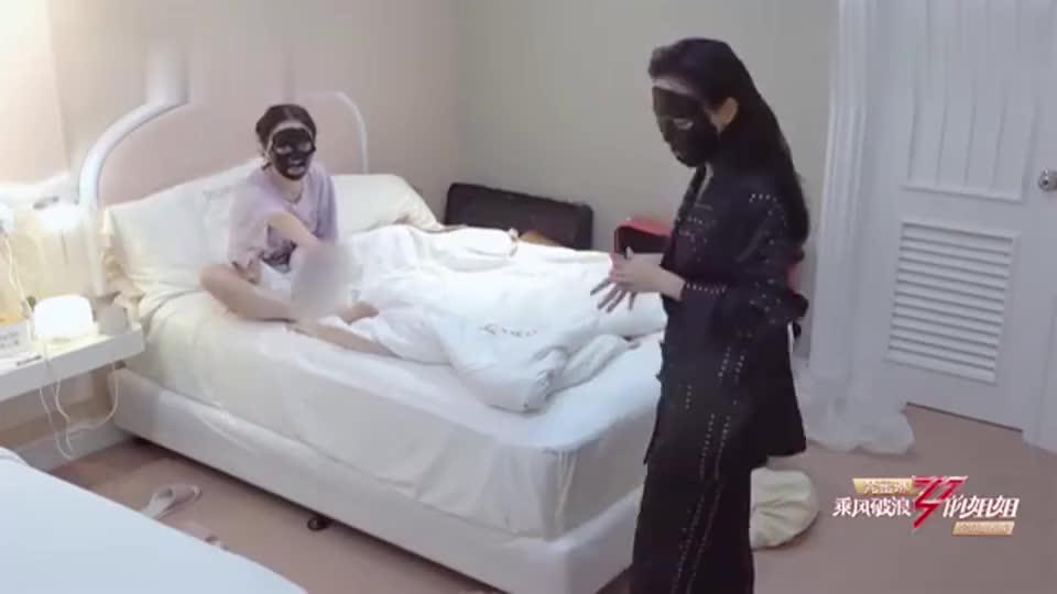 王菲菲孟佳睡前打蚊子,笑死个人,原来姐姐们和咱们很像的啊!