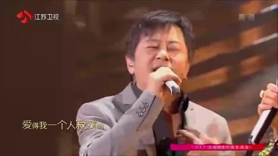 金曲捞:王杰演唱《爱得太多》,沙哑的歌声,深深刺痛内心