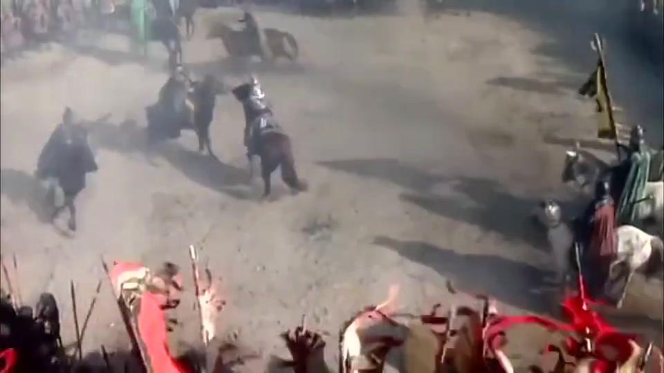 三国演义:刘关张三兄弟围攻吕布,吕布寡不敌众,只能转身逃跑