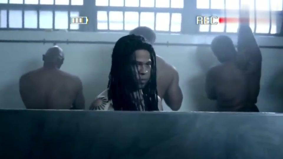 终于找到这个gif的出处了,黑人小哥在监狱掉肥皂,爆笑!