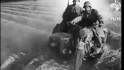 1941年巴巴罗萨行动真实战斗场面,毛熊抵挡住了德军的疯狂