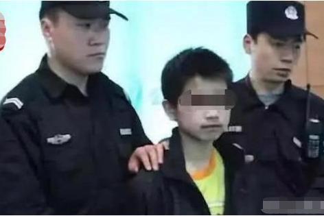 """""""杀掉我妈后,我拿起手机报了警""""13岁少年弑母,3点沉重警示"""