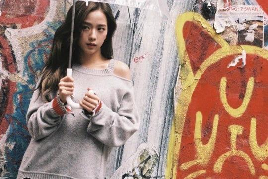 BLACKPINK成员JISOO社交网站发展秀清纯美貌