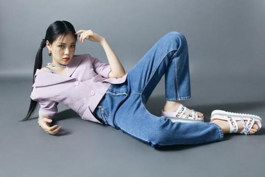韩国女歌手BIBI代言宣传照 扎双马尾拍写真