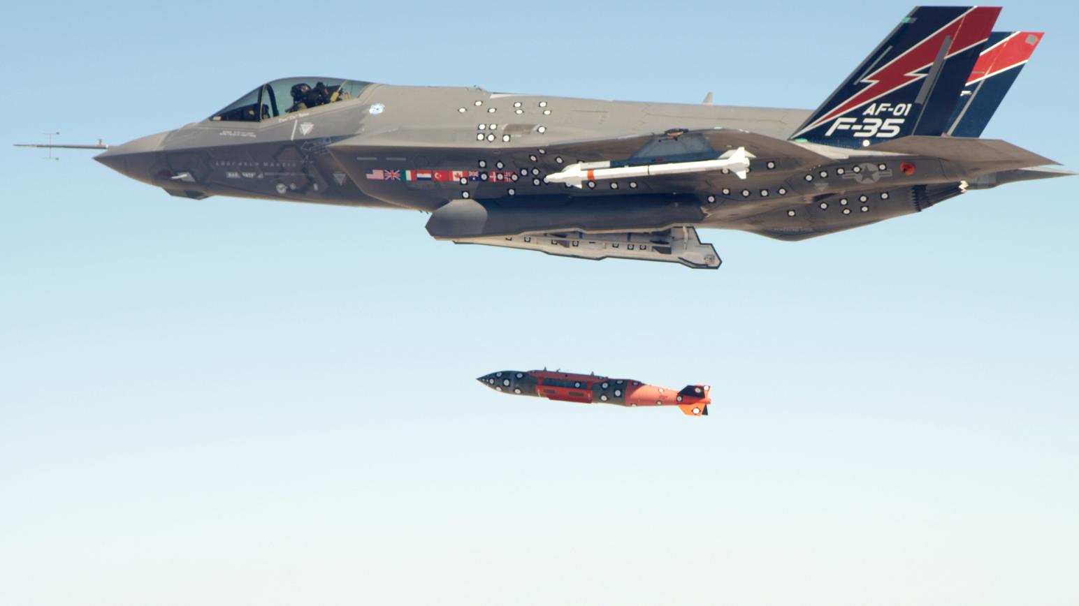 美公开F-35投放新核弹画面,将全速量产,可搭载核弹执行任务