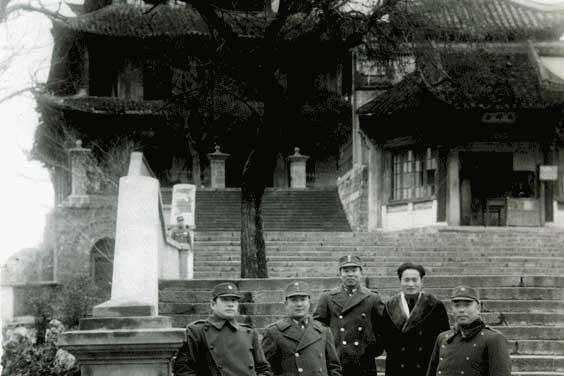 张灵甫在香港差点被人割掉一只腿,他拔出手枪才保住
