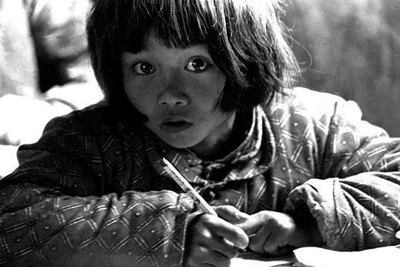还记得那个大眼睛女孩苏明娟吗?如今家庭事业双丰收,官至副厅级