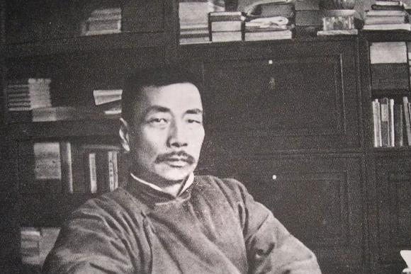 """郭沫若一生得罪多少文人,鲁迅怼他是""""才子加珂罗茨基"""",是何意"""