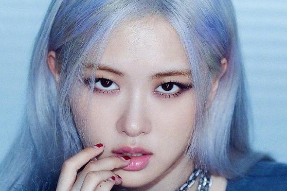 rosie个人海报公开,高冷澳洲蓝玫瑰,YG造型师能对发型上心吗?