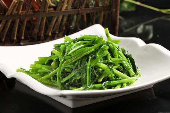 炒青菜时,牢记两个方法,炒出的青菜翠绿爽口还入味
