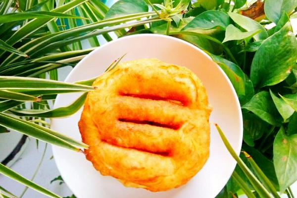 """妈妈教我做油饼,蓬松酥脆,记得多加""""这一步"""",美味不可挡"""