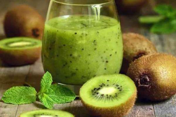 夏季干燥,常吃4种水果,不仅保护皮肤,还能淡化色斑抗衰老!