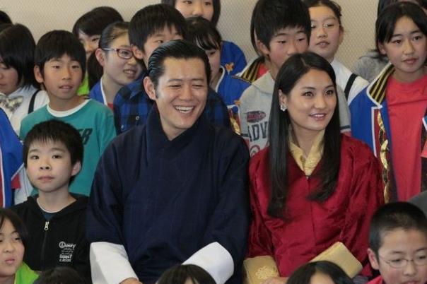 不丹王室好事将近!佩玛王后已赴海外待产,4月再次升级当母亲