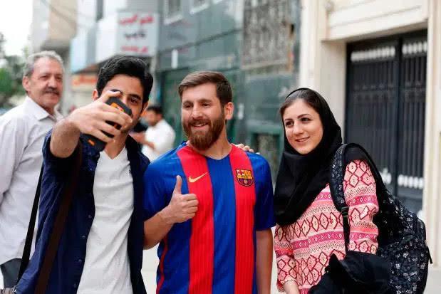 法国电视台报道梅西捐款,图片却用伊朗梅西,二人相似度90%