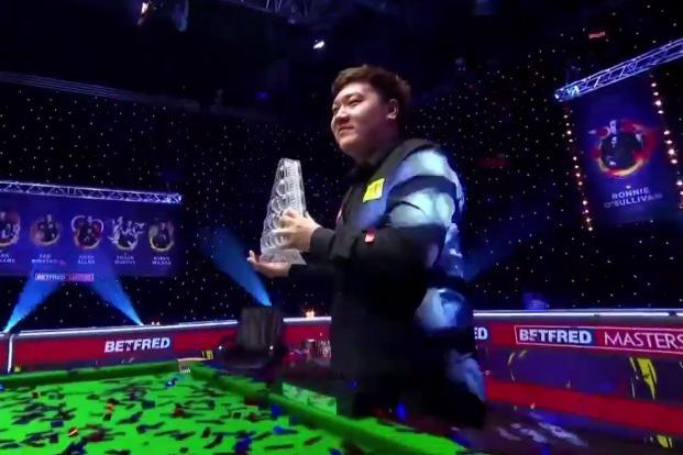 中国力量闪耀英伦!20岁颜丙涛三喜临门,世锦赛六冠王被他征服