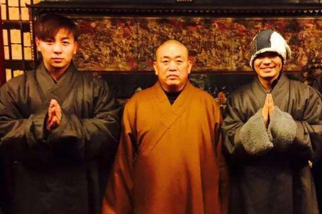 王宝强戴名表回少林,被指故意炫富引争议,网友:释永信了解一下