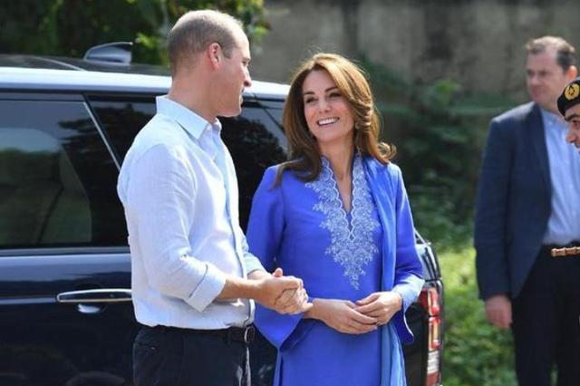 38岁凯特王妃好亲民!现身街头买儿童读物,购物纸袋充当包包